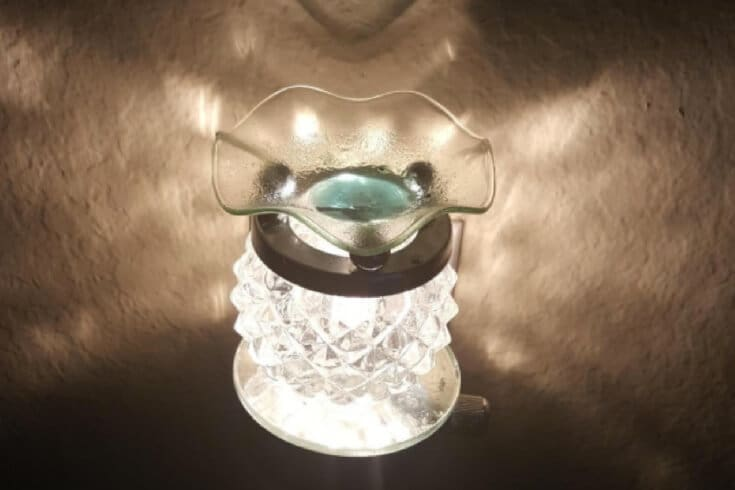 Essential oil burner white
