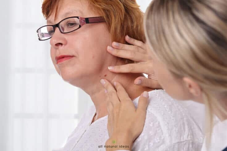 They might not be a serious medical issue, but they're unsightly. If you've got them, here are some home remedies for skin tags removal.